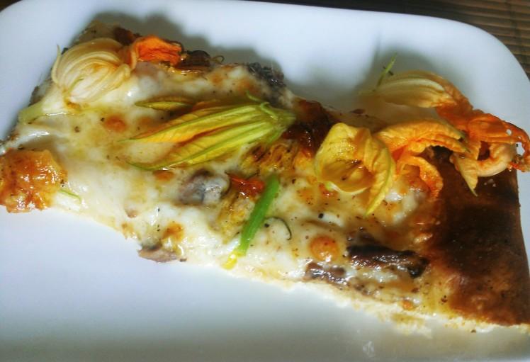 pizza blanche fleur de courgette mozza et anchois 2